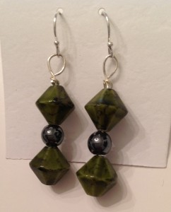 Green Glass/Hematite Earring #625